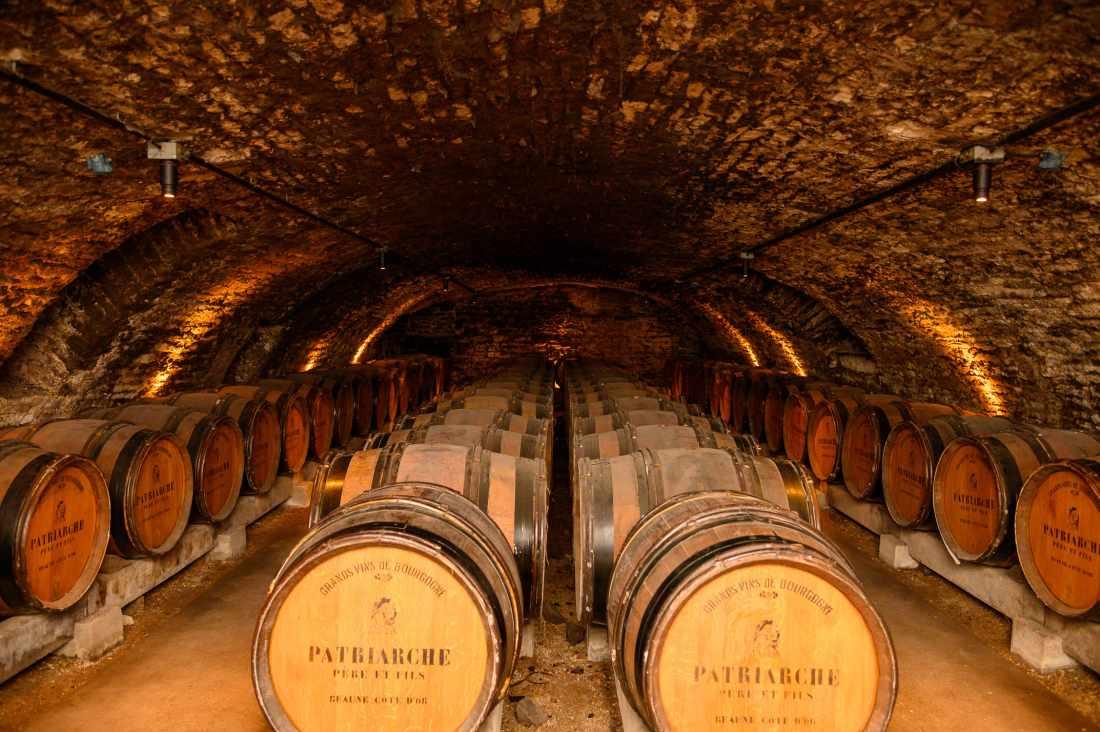 Vinhos da Borgonha em tonéis