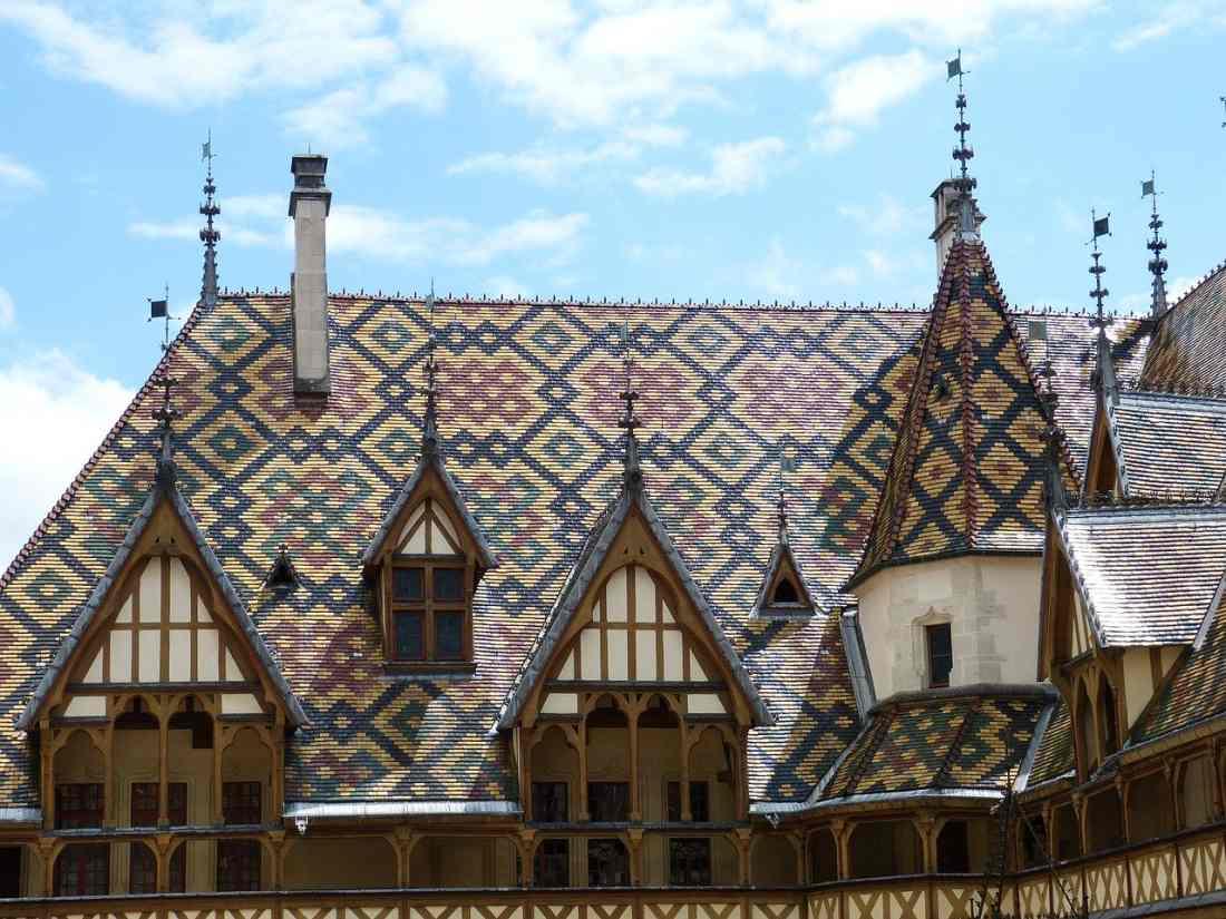 Rota dos Grands Crus: o Hospice de Beaune e seu lindo telhado.