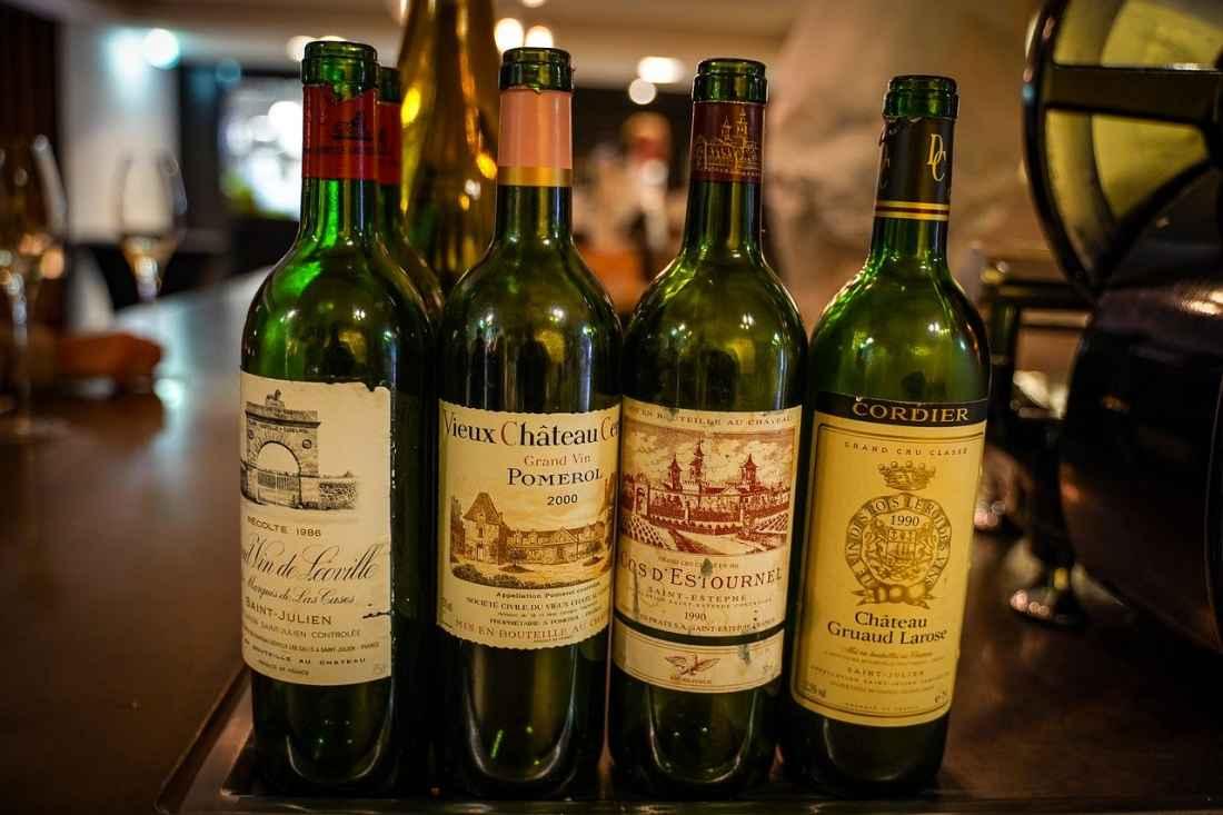 Ao contrário da Borgonha, em Bordeaux, a produção de vinhos é dominada pelos grandes e prestigiosos Chateaux.