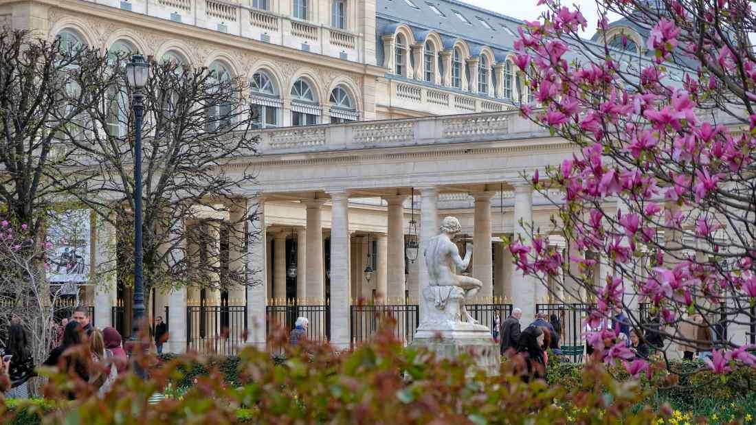 Atração turística de Paris: o jardim Palais Royal.