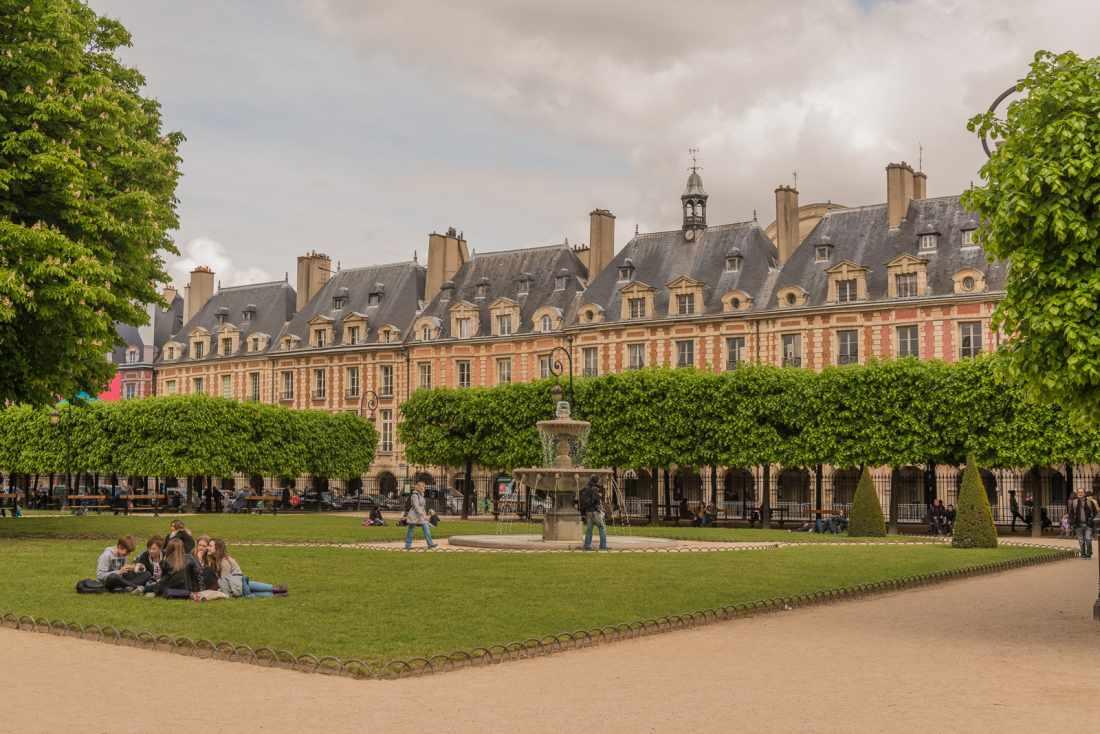 Atração turística de Paris: a Praça des Vosges